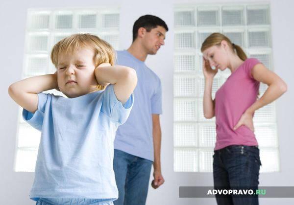 После развода ребенок обынчо остается с матерью